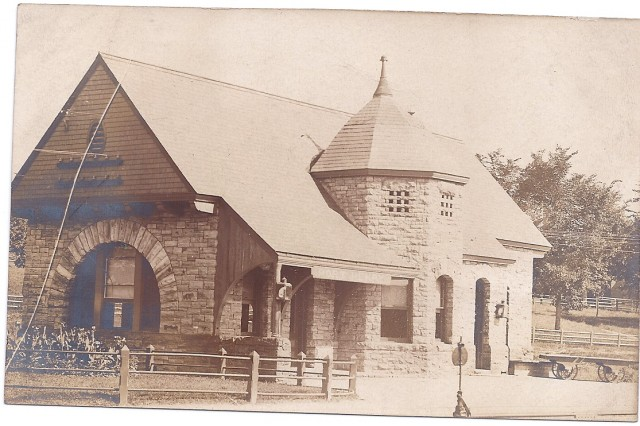 D & H Depot postcard