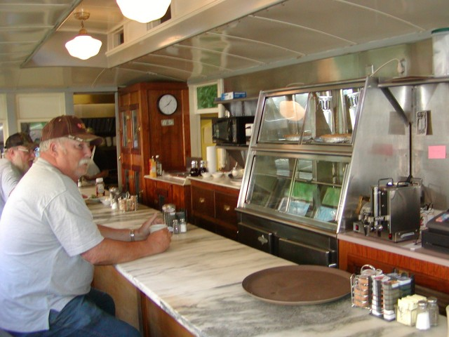 View of interior - counter