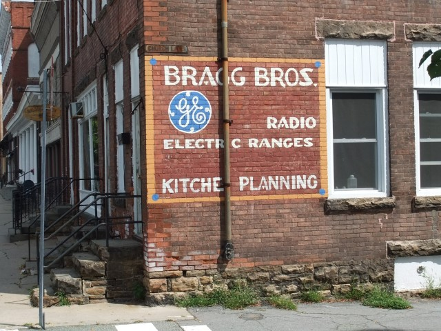 Bragg Brothers historic sign
